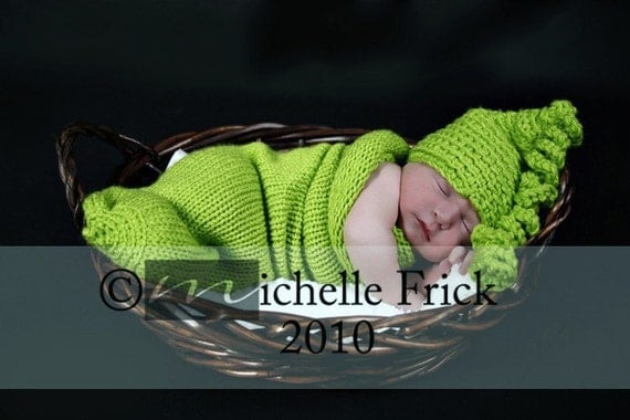 140, adorable sweet pea cocoon and cute chunky hat,great for photo prop,newborn-3m,soft stretched and cuddly