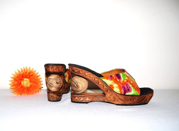 SALE.........Vintage Shoes Tropical Wedge