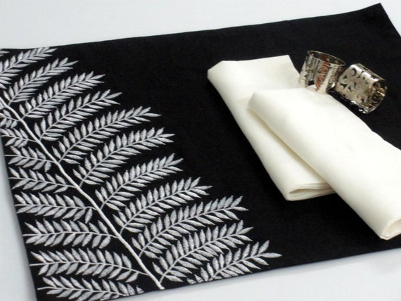 placemats black and white placemat linen placemat set of 4. Black Bedroom Furniture Sets. Home Design Ideas