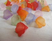 little lucite flower beads mixed colour x 50