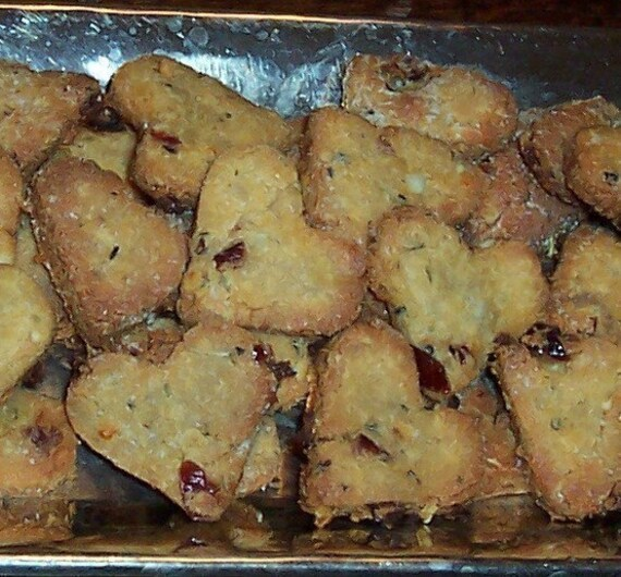 Healthy Cheese,Cranberry, Sunflower Seed , Wheat Free Organic Heart Dog Cookies Treats Biscuits