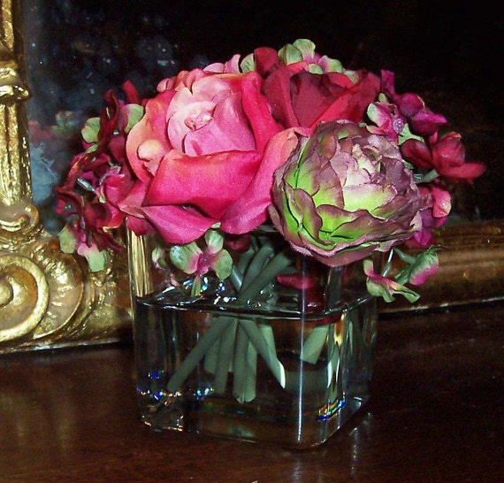 English Cottage Chic Red Green Silk Roses Spring Garden Bouquet  in Acrylic Water Wedding  Floral Arrangement