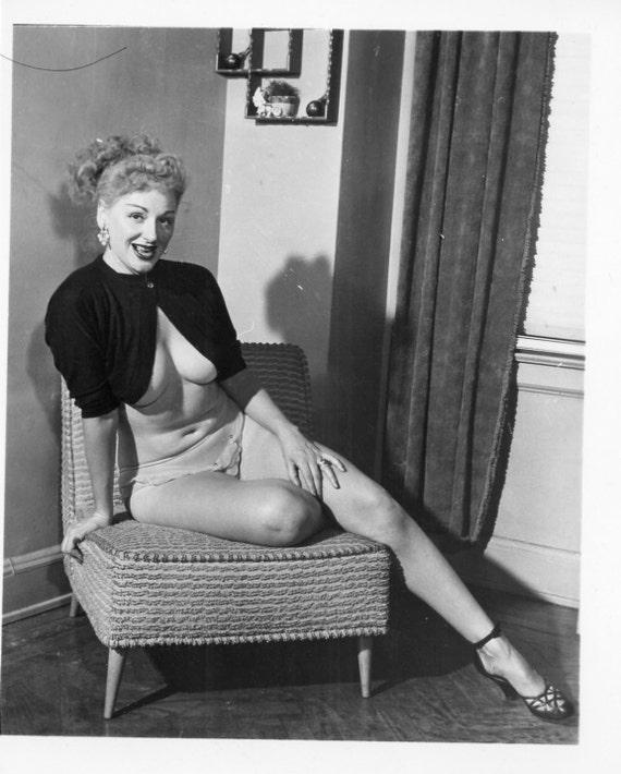 Vintage Sexy PHOTO Of Burlesque Queen REVEALING POSE