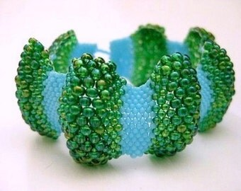 Bumpy Peyote Bracelet / Beaded Bracelet in Turquoise Blue and Rainbow Green / Made to Order /  Seed Bead Bracelet / Beadwoven Bracelet