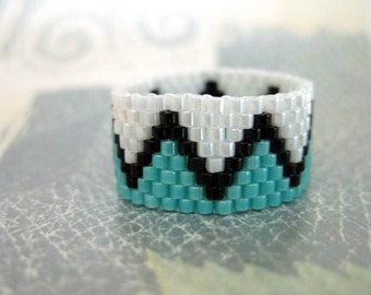 Peyote Ring / Zig-Zag Ring / Beaded Ring in White, Turquoise and Black / Seed Bead Ring / Size 7 Ring / Peyote Band / Geometric Ring
