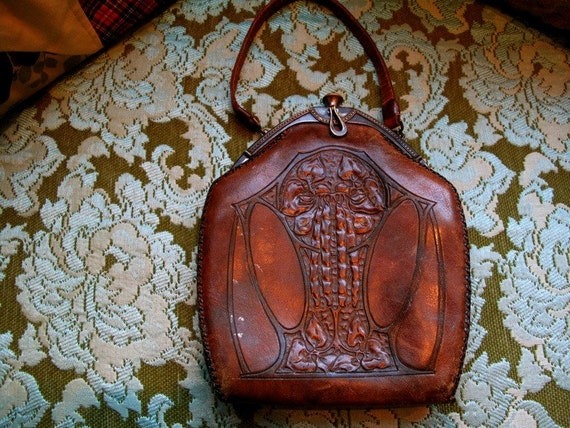 Wonderful Antique 1900s Arts and Craft Leather purse