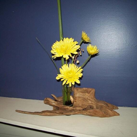 Flower Arrangement Using Driftwood: Driftwood Ikebana Vase 2