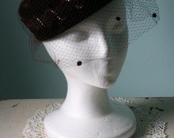 Vintage 1940's / 50's Dark Brown Velvet HAT w Netting Veil