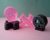 Punk Rock Skull and Cross-bone Soap Set - Glycerin  - Lick me all over Scented - Hot Pink Black Glitter - Party favor - shaped soap