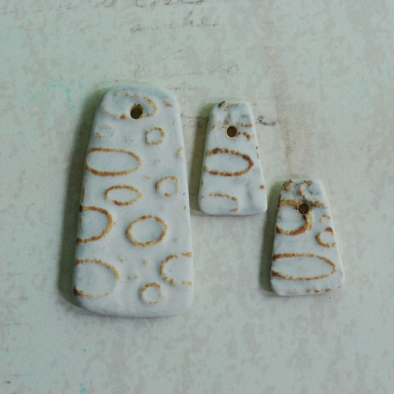 DESTASH Ceramic Pendants O Series Textured Candy Corn Shaped Pendant Set in Etched Stone and Copper Glaze