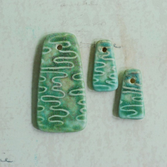 DESTASH Ripples Textured Candy Corn Shaped Pendant Set in Green Patina Glaze