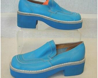 NOS 1970s Mens Platform Shoes Lite Blue 2Tone   XSmall 6-1/2 Minty Vintage