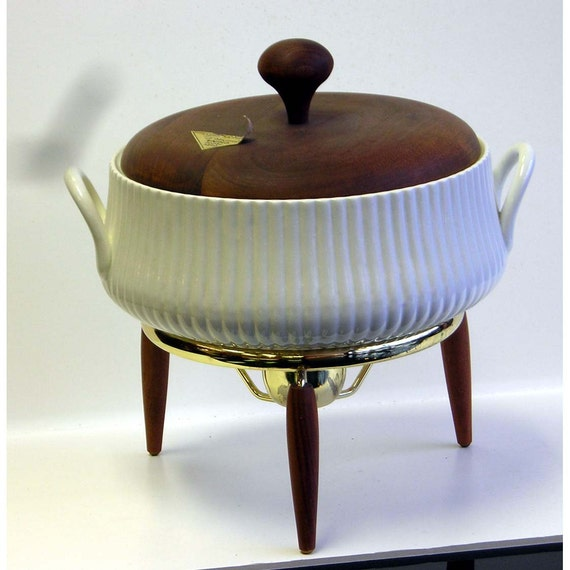HOLD yojmac Vintage Ernest Sohn Creatiions Ceramic Covered Casserole With Warming Stand Paper Label Walnut
