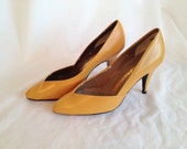 Vintage Yellow Stiletto Heels. Mustard Yellow. Fall. Vintage Shoes. 1980s. High Heels. Black. Yellow. USA Size 5 1/2. Euro Size 35.5.