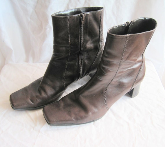 Vintage Dark Brown Nine West Leather Boots. Low Heel. 1990s. Footwear. Shoes. Brown Boots. Size 9.