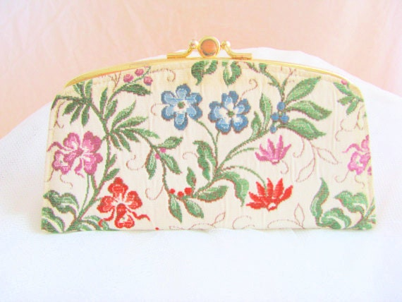 SALE- Vintage 1970s Floral Stitched Tapestry Wallet with Gold Rim. Vintage Wallet. Clutch. Small Purse. Beige. Floral. Flowers. White.