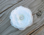 Bridal White Flower Fascinator Hair Clip Wedding Rhinestone Crystal Brooch Pin Floral Silk Flower Bling Headband Medium Head Piece 0251MD202