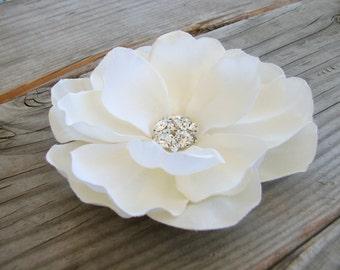 Ivory Magnolia Flower Hair Clip Fascinator Wedding Accessory Elegant Bride Floral Pin Silk Flower Rhinestone Bridal Head Piece 0754MD202