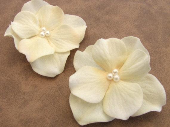 Small Ivory Bridal Flower Hair Clips Flower Fascinator Ivory Pearls Silk Flower Wedding Hair Pins Hydrangea Floral Barrette Flower Girl Hair