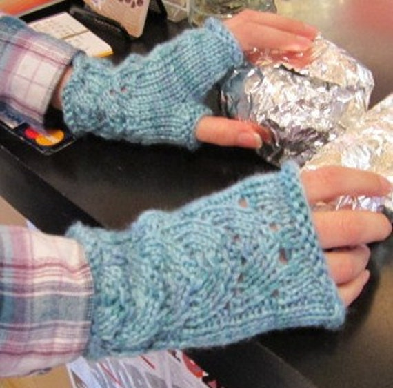 Lace Fingerless Gloves Knitting Pattern : A Touch of Lace Fingerless Gloves Knitting Pattern