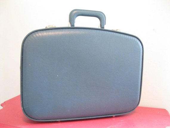 vintage 70s luggage overnight carry on train case small suitcase BLUE