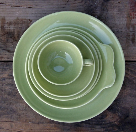 Mid Century Modern Dinnerware: Salem RanchStyle Chartreuse / Avocado Green - 6 Piece Place Setting