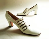 1960s Vintage Shoes / 60s Vintage Buckled White Shoe / 8 Narrow