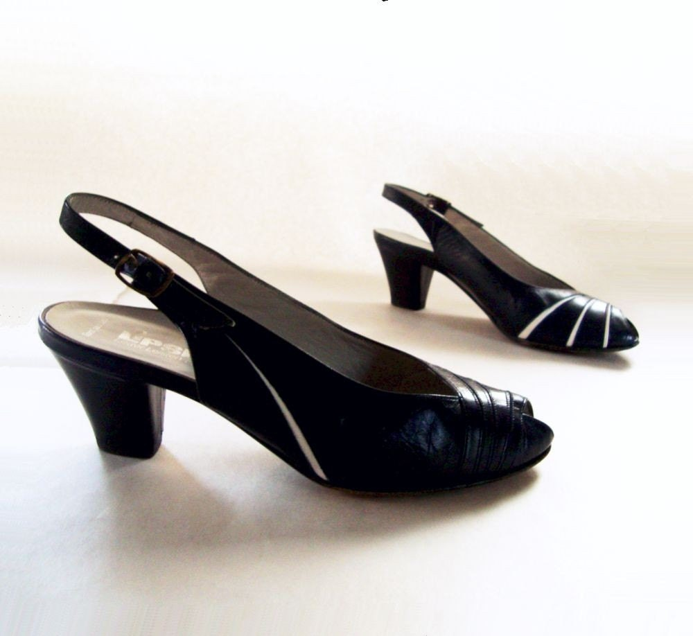 80s Shoes Vintage 1980s 40s Style Low Heel Pump Navy 5.5