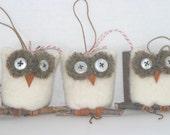 Snowy Owl Ornament... eco wool (woolcrazy)