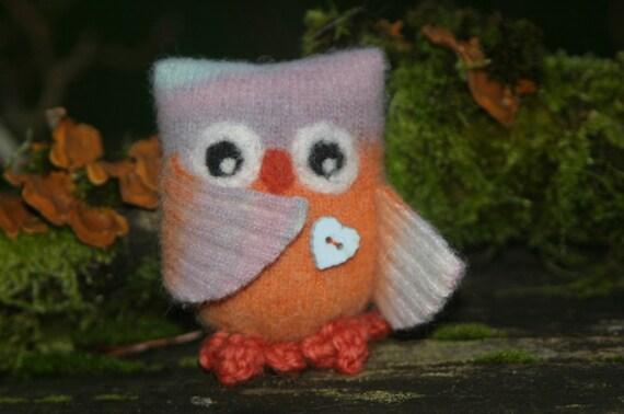 Itty bit the sunset Owl... Eco friendly (woolcrazy)