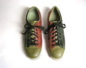 Vintage leather olive green and maroon women's bowling shoes 10
