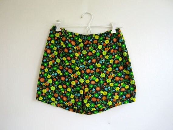 Vintage 1960s cotton high waist floral shorts hot pants