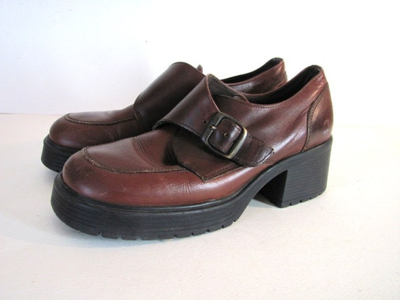 Vintage brown leather ankle boots // shoes w chunky heels 7 womens size