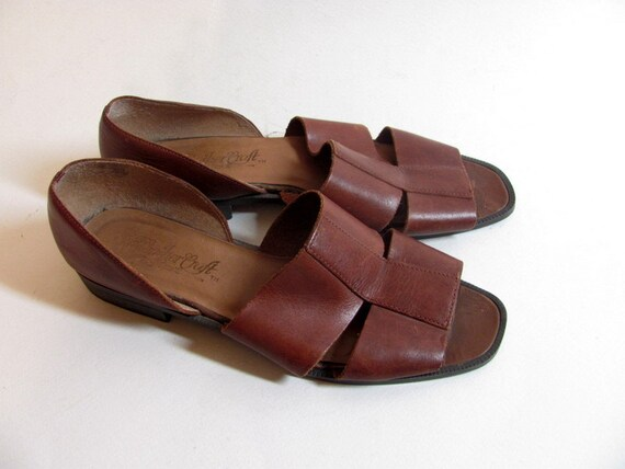 Vintage brown leather strappy sandals size 8.5