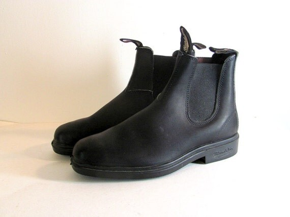 Vintage black leather BLUNDSTONE mens pull on ankle boots size 9 or 10 with elastic sides