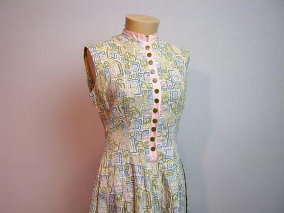 vintage 1950s pastel green pink blue house day dress // buttons // klimt pattern