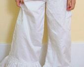 Girls White lace pocket ruffle pants