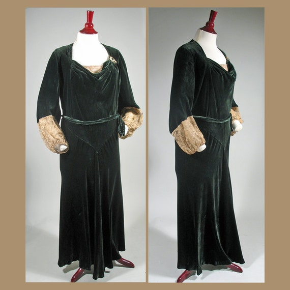 1930s Green Velvet Bias Cut Evening Gown with Lace B 44