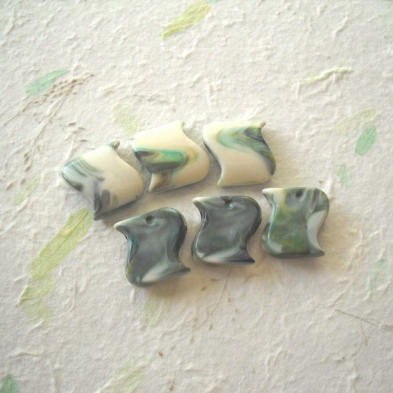 6 Vintage Lucite Rare Marbled Cream and Green Beads