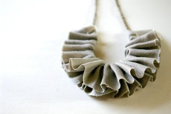 Linen ruffle necklace in grey.