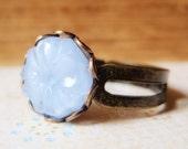 Periwinkle Passe - Ring - Rare Vintage Cabochon