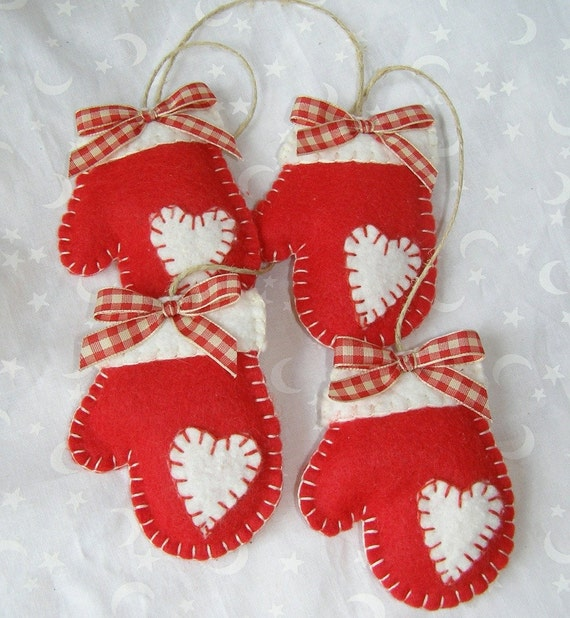 Homemade Decoration Ideas: Felt Mittens Handmade Christmas Ornament
