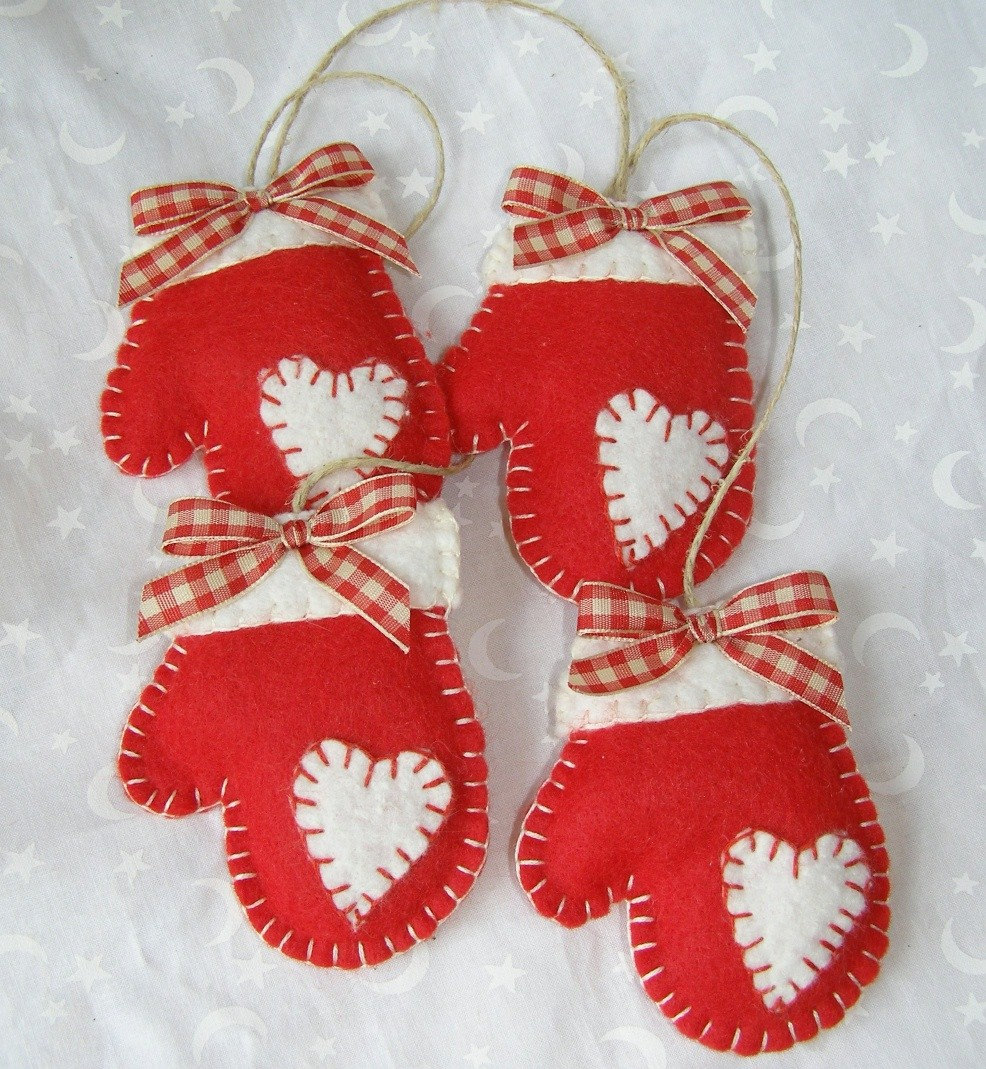 Felt mittens handmade christmas ornament for Homemade christmas decorations