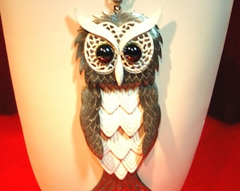 VINTAGE SILVER AND WHITE MR. HOOTY OWL NECKLACE AM7