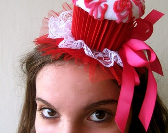 Cupcake party hat (red, white, pink)