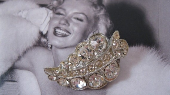 Elegant Vintage Rhinestone Pin