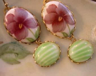 Vintage Purple Green Earrings ~ Violet Earrings ~ Flower Earrings ~ Vintage Glass ~ by Upsweptillusions