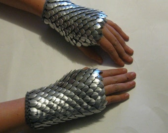 Scalemail Gauntlets Knight in Shining Armor knitted Dragonhide Choose your size