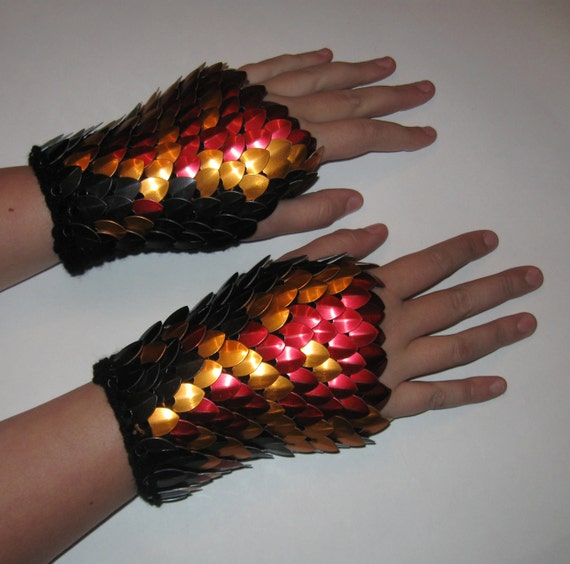 Scalemail Gauntlets Night Pheonix knitted Dragonhide Armor medium