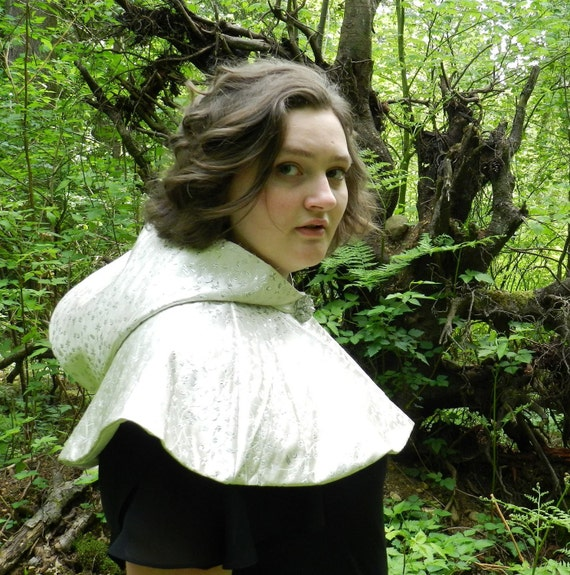 Hooded Capelet for the Winter Dryad